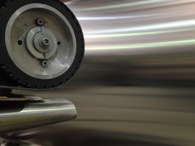 Polissage et brossage de l'acier inoxydable - Ponçage manuel, ponçage à la machine
