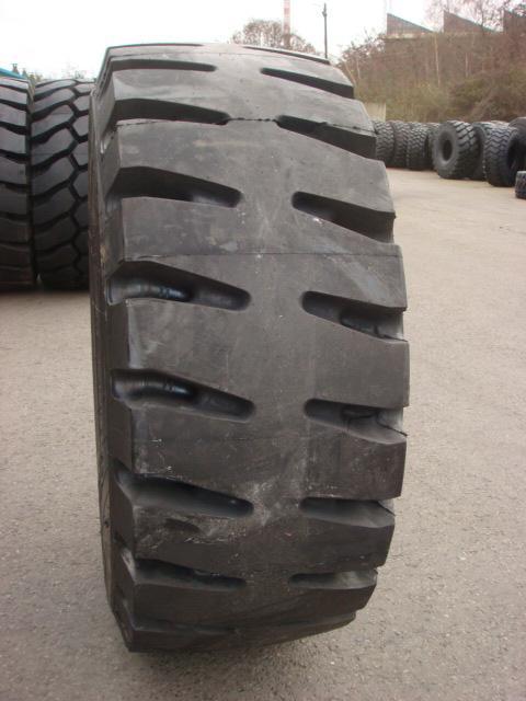 Truck tyres - REF. 23.5R25.TRI.559