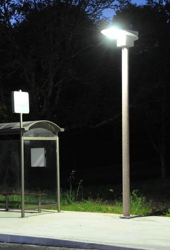 Mât solaire pour éclairage public - Mât solaire en mode éclairage continu