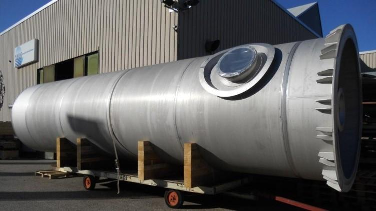 Process containers and storage tanks - for the chemical and food industry