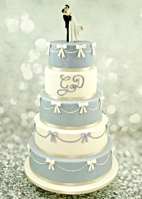 Gâteaux et Pièces Montées sur-mesure - Pièce montée bicolore mauve