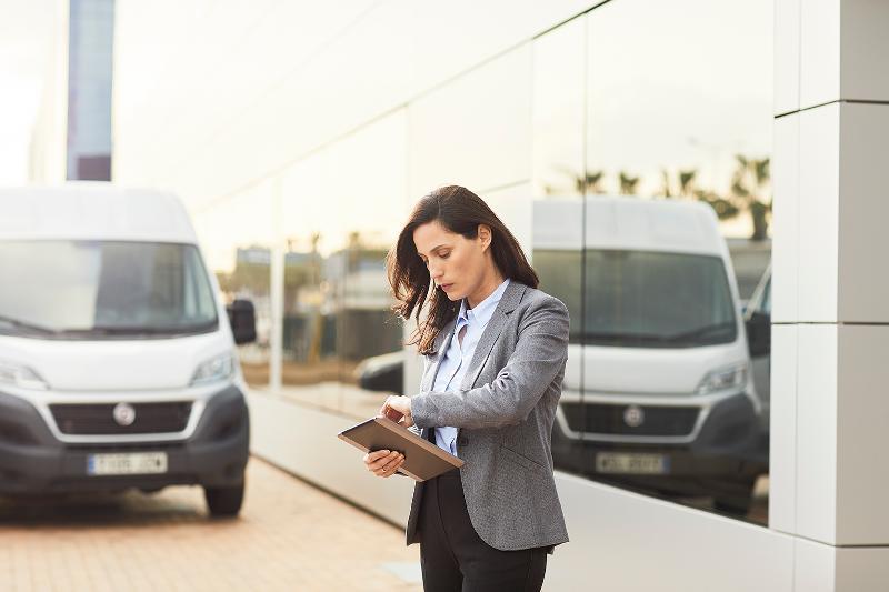Flotten- und Fuhrparkmanagement - Orten Sie Ihre Fahrzeuge 24/7 und sparen Sie bis zu 20% Kosten