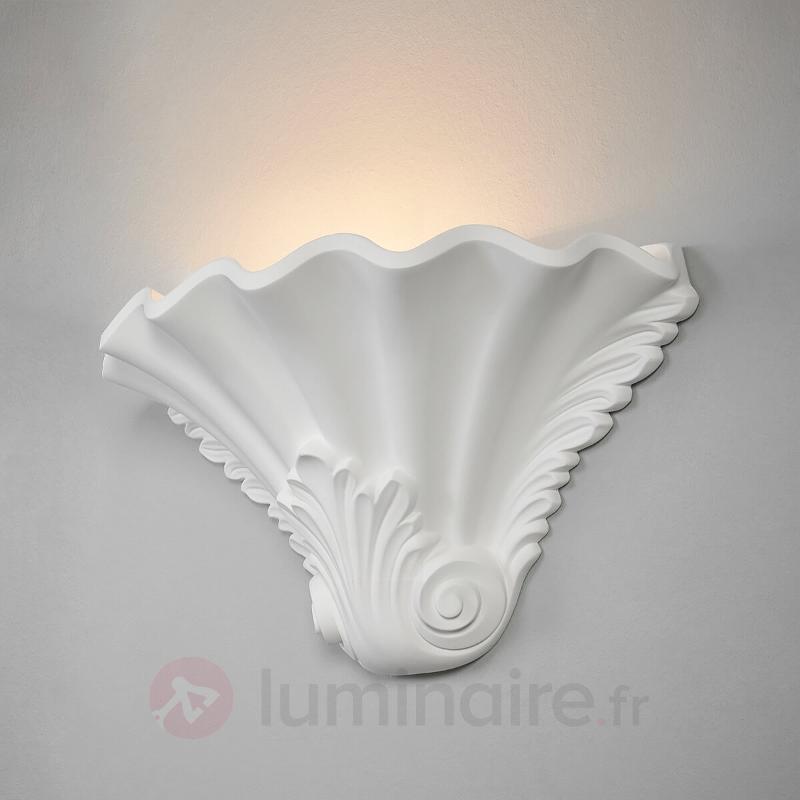 Applique en plâtre à reliefs Lennet en blanc - Appliques en plâtre