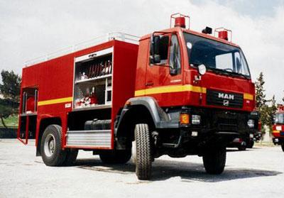 CAMION POMPIERS TLF 4000/500 MOTEUR DIESEL CHARGE MAX 16.9T - null