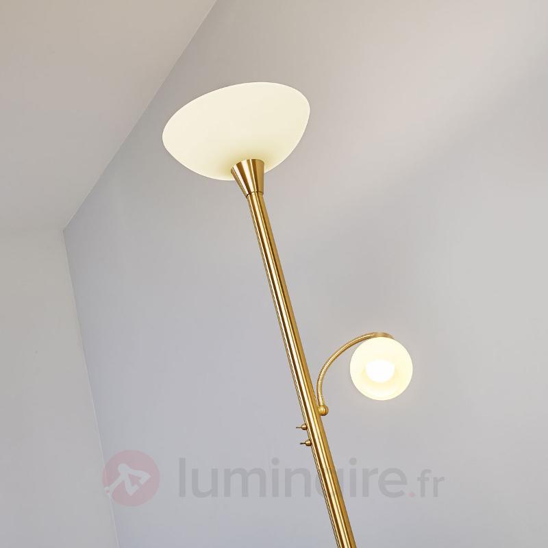 Lampadaire LED en laiton avec liseuse Elaina - Lampadaires LED à éclairage indirect