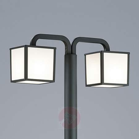 Cubango - an LED post light with two lanterns - Pole Lights