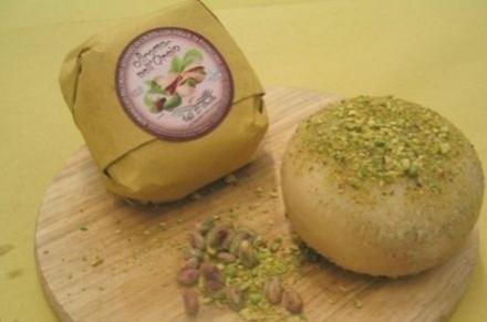 Pecorino affinato in crosta pistacchio - Affinati