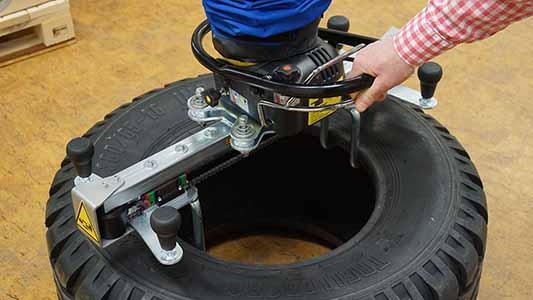 Ergonomic tyre vacuum lifter