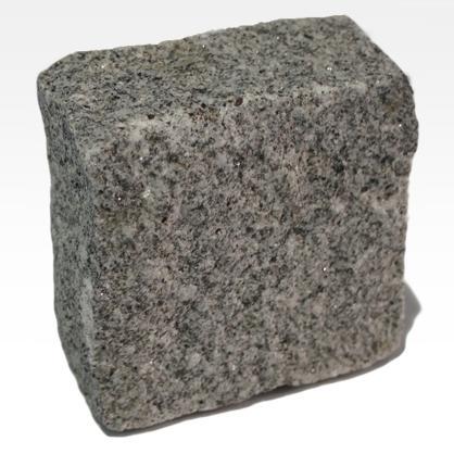 Pavés de Granit Gris ou Bleu - Granite gris à grain fin à moyen. Apparence homogène.