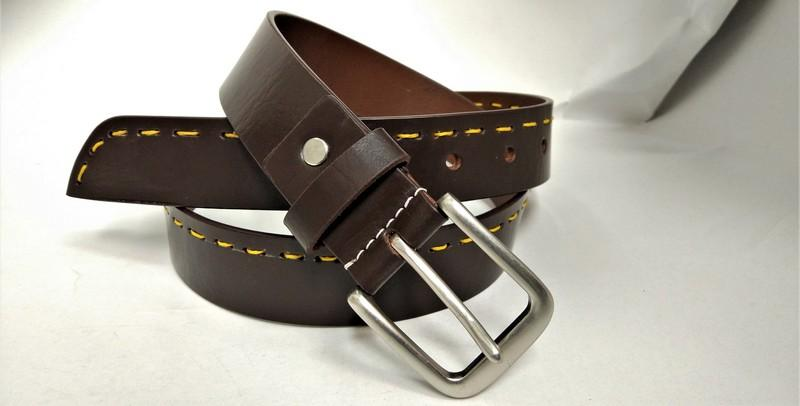 Casual belt with show stitch - Casual men's belt with yellow show stitching