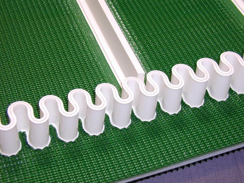 Conveyor belt with sidewalls - null