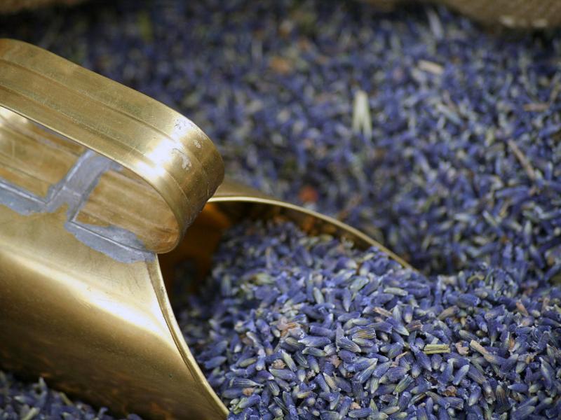 Essential oils - Lavender flowers ( flores lavanduae augustifoliae)