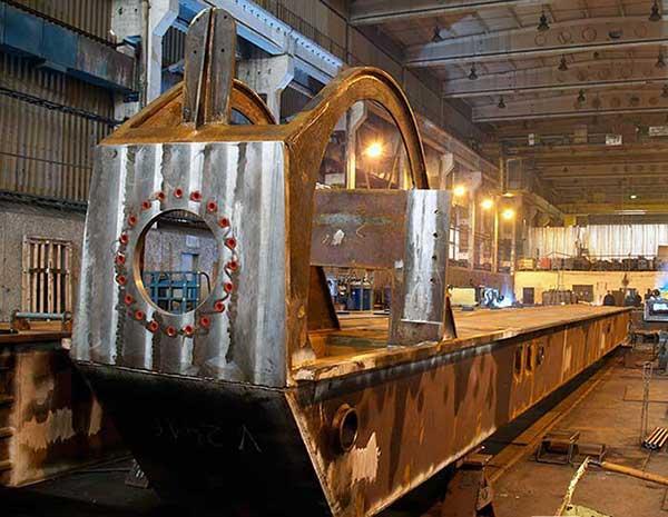 Konstruksjoner for boreplattformer og skipsbygging