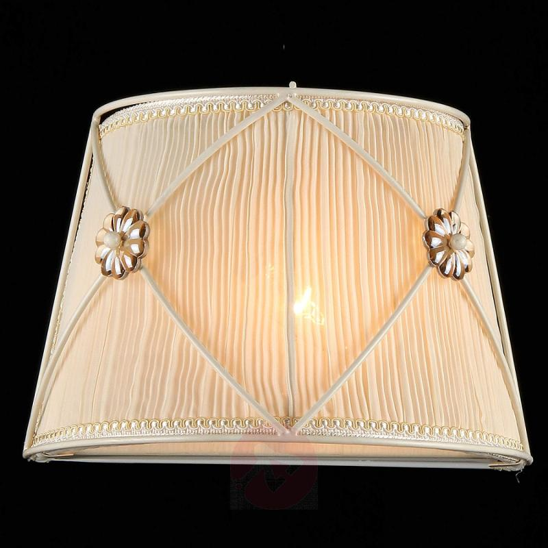 Wall light Lea with pretty crystal flowers - design-hotel-lighting
