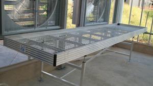 Mesa de Cultivo - Mesa de cultivo con base de mallazo para drenaje del riego.