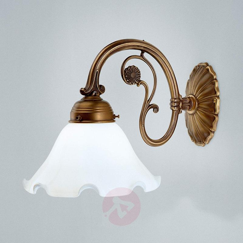 Gina wall light made of brass - design-hotel-lighting