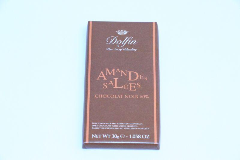 Dolphin Dark with salted almonds 30g -