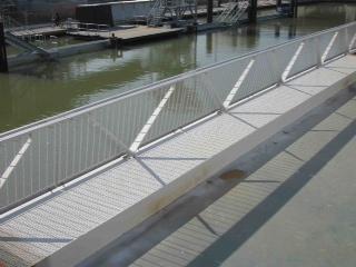 Canal de l'Ourcq, réalisation de gardes corps inox - Travaux publics