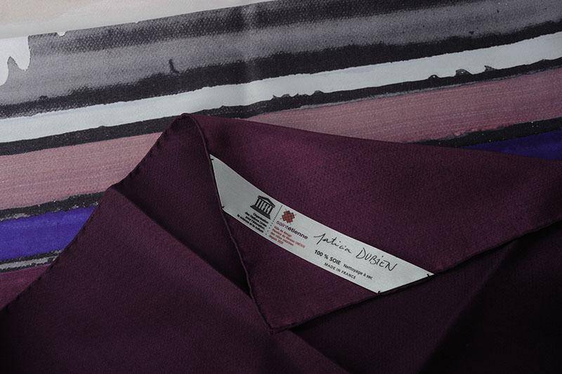 Foulard en soie, rouloté main,  - étiquette personnalisée