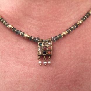 Colliers - Or 20ct, perles d' émeraudes et pendentif , Inde