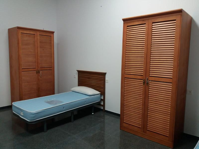 Armario Para Dormitorio De Estudiantes En Madera - null