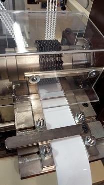 Zackenschneidmaschine für Keder oder Biesen oder Streifen