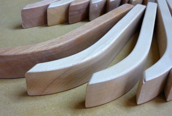 Composants usinés en bois pour l'ameublement