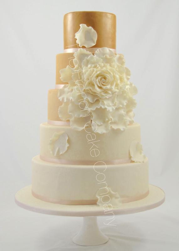Gâteaux et Pièces Montées sur-mesure - Gâteau mariage taupe ivoire