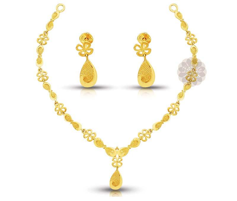 Stylish Floral Gold Necklace with Earrings -