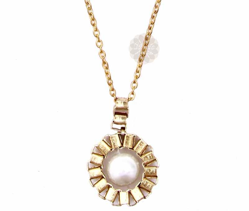 Single Pearl Round Pendant -