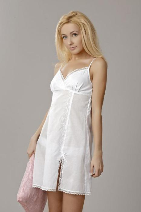 Embroidered nightgown made of 100%cotton -