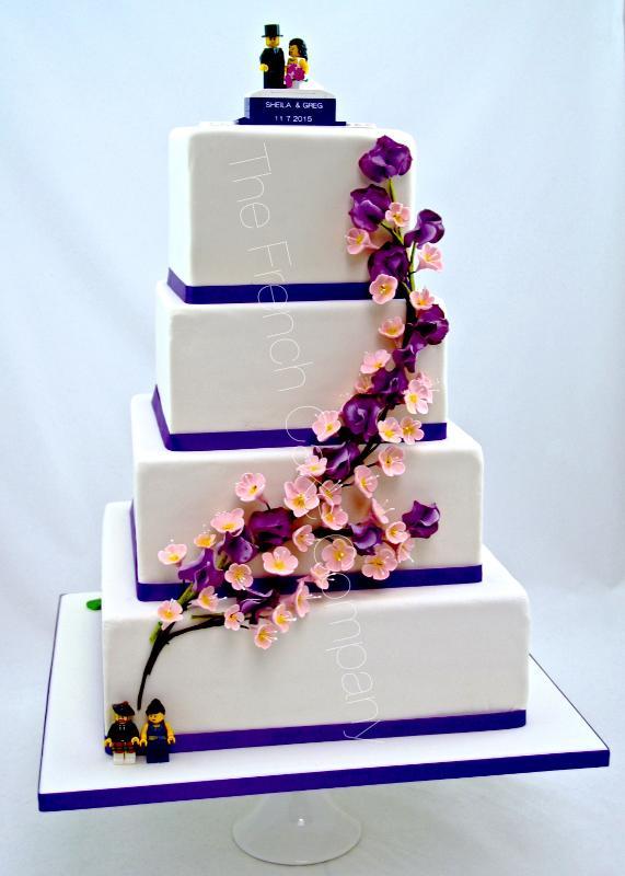 Gâteaux et Pièces Montées sur-mesure - Lego devant
