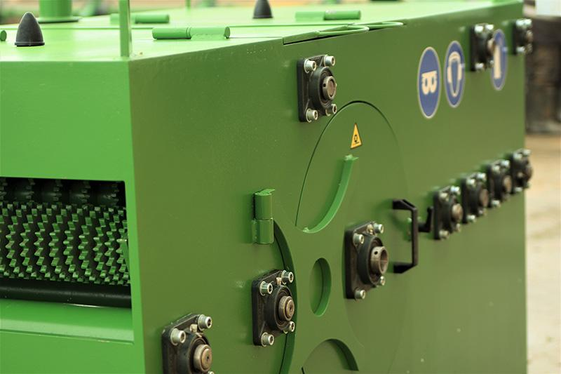 Multi-sawed single-shaft machine MOS 220 -