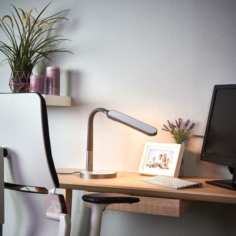 Lampe de bureau LED grise Maily, USB et variateur - Lampes de bureau LED