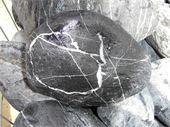 Galets - galet néro vénato 100/20 : galet noir veiné de blanc