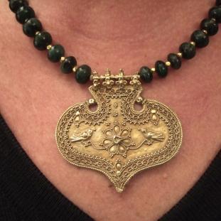 Colliers - Or 22ct, 44 perles de racine d'émeraude, Inde