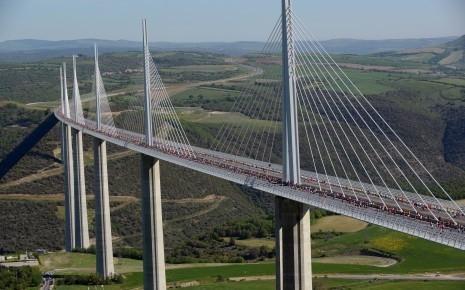 Viaduc de Millau, réalisation de la zone piétonne de sécurité - Construction métallique