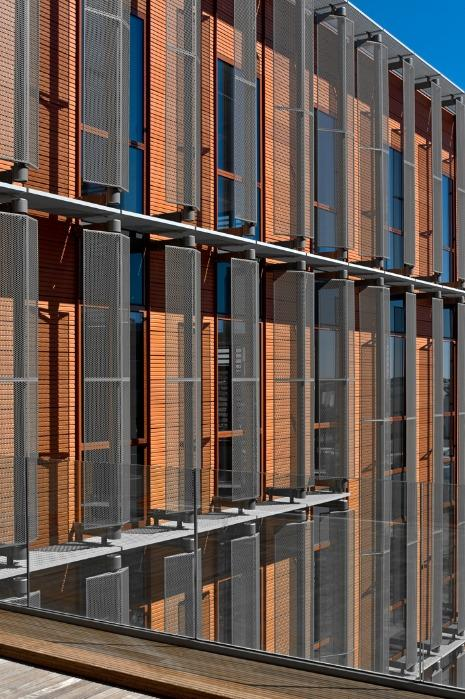 Caillebotis à lames inclinées - Disponible en acier brut / galva / inox / aluminium