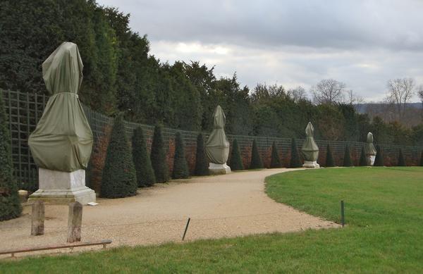 Toiles de protection pour statues - LATIM protège les statues du château de  Versailles