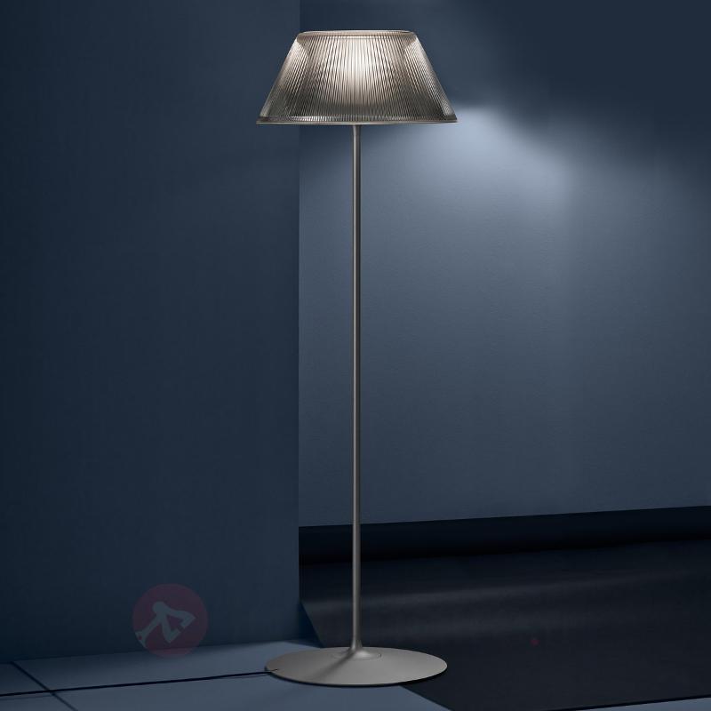 Lampadaire Romeo Moon abat-jour cannelé - Lampadaires design