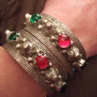 Bracelets - Argent, pâtes de verre, Yémen