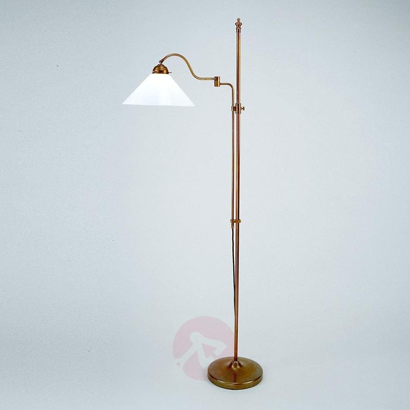 Gustav height-adjustable floor lamp - design-hotel-lighting