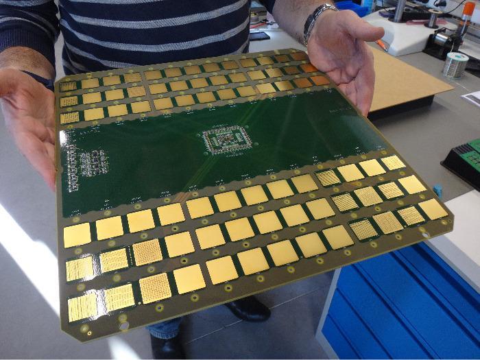 Carte électronique grand format -