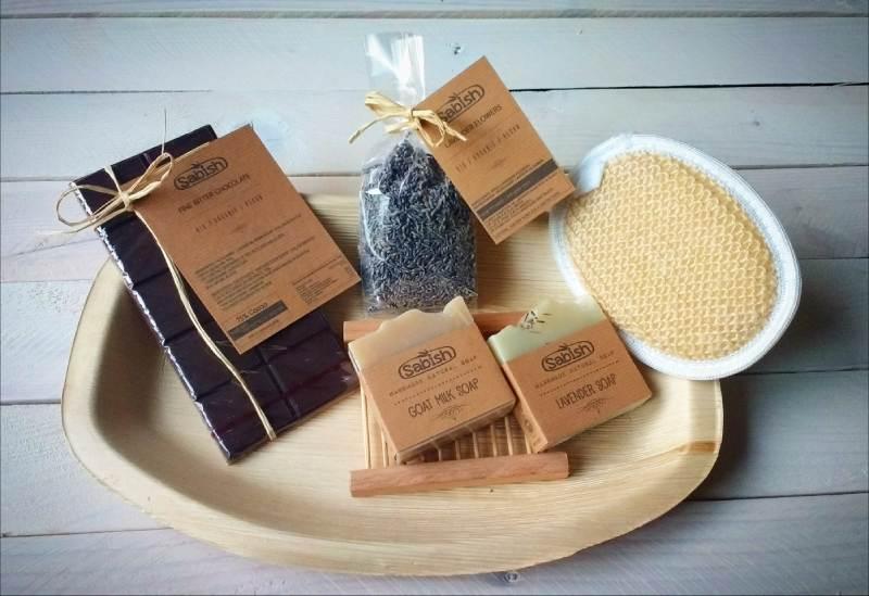 Ecologische Cadeaupakket Relatiegeschenk - Natuurlijke zeep, biologische chocolade, lavender thee, natuurlijke scrub spons,