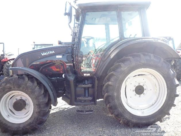 Tracteur agricole Valtra - null