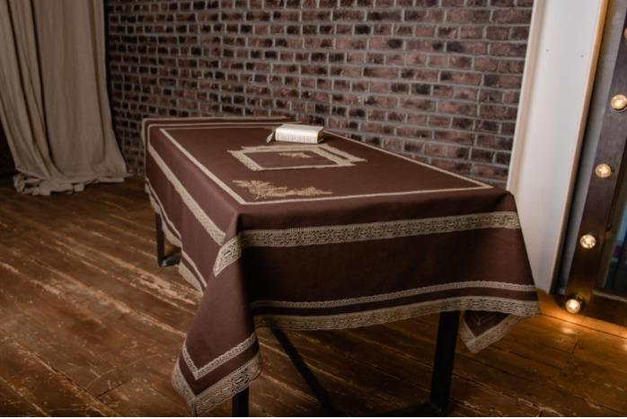 100%  Linen tablecloth brown - Tablecloth made of 100% linen decorated with laces.