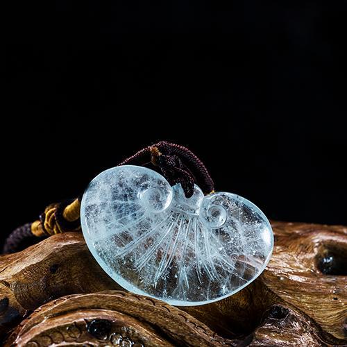 الزبرجد الطبيعي قطع منحوتة الذهب سبيكة-- على شكل