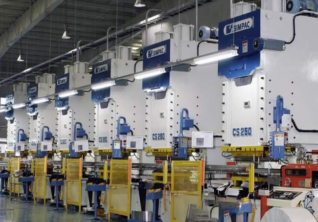 C-Gestell-Pressen_CS/ECS Baureihe - C-Gestell-Pressen / 350-3.000 kN / Schneiden und Stanzen von kleinen Bauteilen