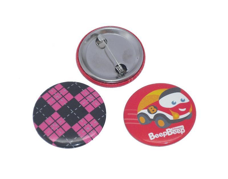Badge bouton en métal
