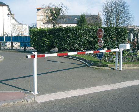Barrière Levante Lisse Alu De 3.05 À 6.40 M - Barrières D'accès